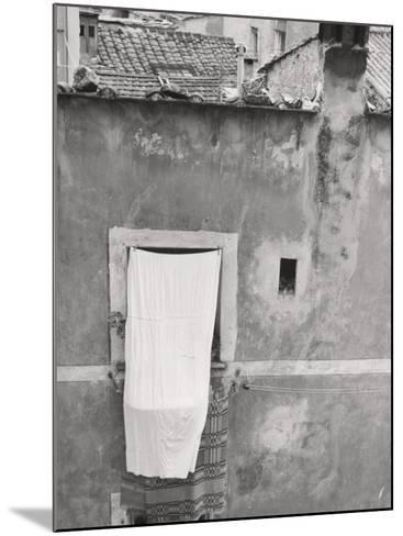 Laundry Hanging Out-Vincenzo Balocchi-Mounted Photographic Print