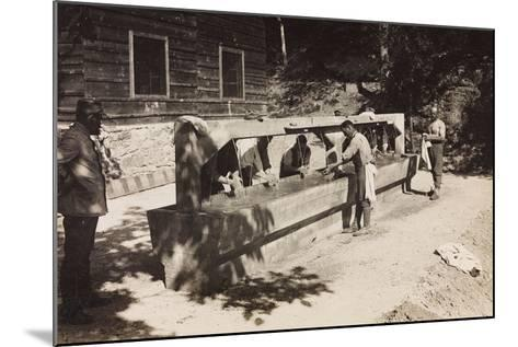 Free State of Verhovac-July 1916: Italian Soldiers at a Washboard of Chiampiul--Mounted Photographic Print
