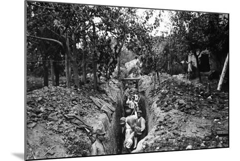 Italian Soldiers of World War I Dig a Communication Trench in Lucinico-Ugo Ojetti-Mounted Photographic Print