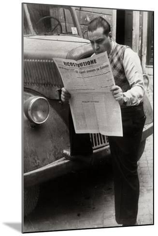 A Man Reads the Newspaper Ricostruzione with the Headline Allies Link Up Cologne-Luigi Leoni-Mounted Photographic Print