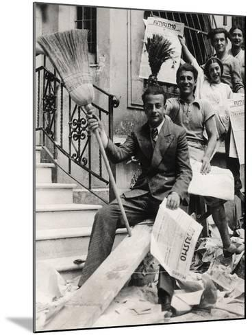 Some Youths with the Newspaper Futurismo-Luigi Leoni-Mounted Photographic Print