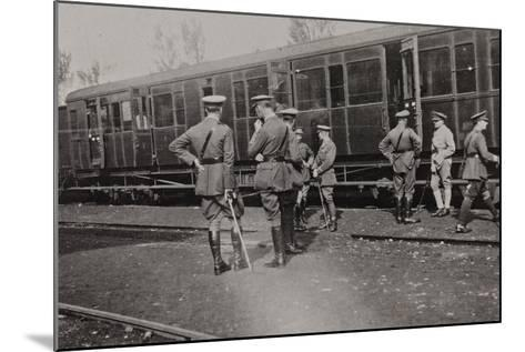 Campagna Di Guerra 1915-1916-1917-1918: Departure of the British Battalion from Cervignano--Mounted Photographic Print