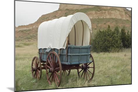 Covered Wagon Replica on the Oregon Trail, Scotts Bluff National Monument, Nebraska--Mounted Photographic Print
