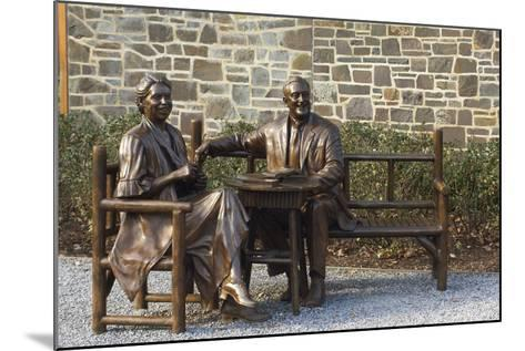 Bronze Statue of Franklin and Eleanor Roosevelt at Their Family Home in Hyde Park, NY--Mounted Photographic Print