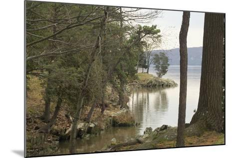 Hudson River From the Shore of Hyde Park, NY--Mounted Photographic Print