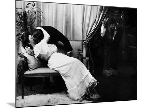 Kissing, C1900-Fritz W. Guerin-Mounted Photographic Print