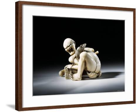 Netsuke Figure of the Thwarted Rat Catcher in Carved Ivory, 19th Century--Framed Art Print