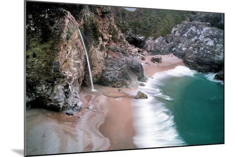 Waterfall-Dennis Frates-Mounted Photographic Print