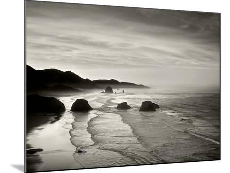 Cannon Beach-Dennis Frates-Mounted Photographic Print