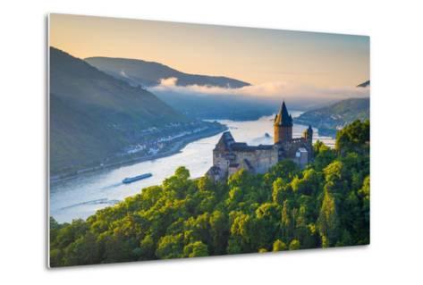 Germany, Rhineland Palatinate, Bacharach, Burg Stahleck (Stahleck Castle), River Rhine-Alan Copson-Metal Print