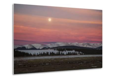 USA, Colorado. Setting Full Moon and Alpenglow Above Mosquito Range-Jaynes Gallery-Metal Print
