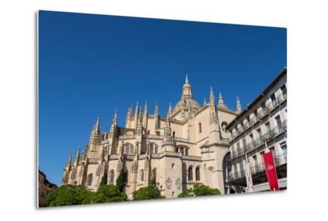 The Imposing Gothic Cathedral of Segovia from Plaza Mayor, Segovia, Castilla Y Leon, Spain, Europe-Martin Child-Metal Print