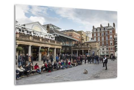Juggler Performs to a Large Crowd, Piazza and Central Market, Covent Garden, London, England, U.K.-Eleanor Scriven-Metal Print