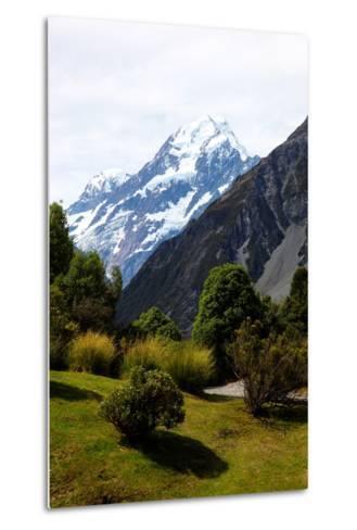 Aoraki/Mount Cook National Park, Southern Alps, South Canterbury, South Island, New Zealand-Suzan Moore-Metal Print