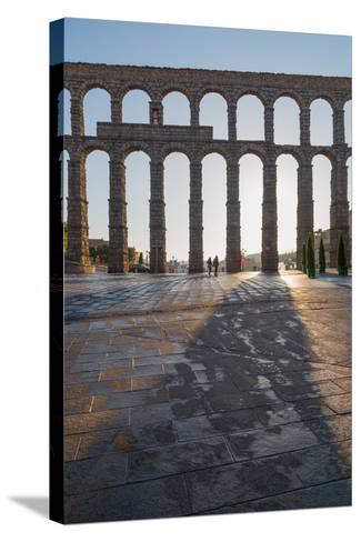 Segovia's Ancient Roman Aqueduct, Segovia, Castilla Y Leon, Spain, Europe-Martin Child-Stretched Canvas Print