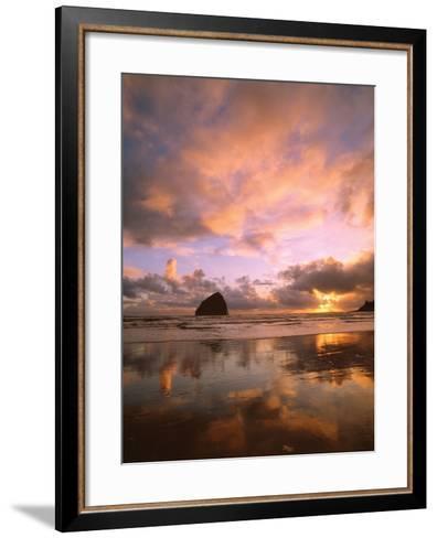 Pacific City V-Ike Leahy-Framed Art Print