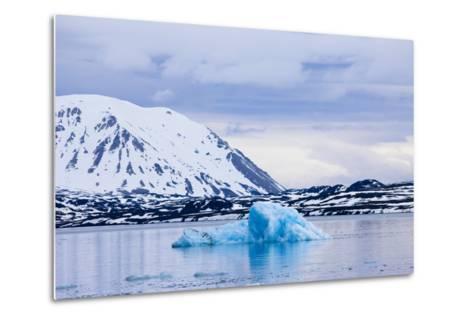Norway, Spitsbergen, Tinayra Bukta, Rock Coast, the Atlantic, Iceberg-Frank Lukasseck-Metal Print