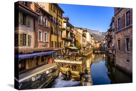 France, Rh™ne-Alpes, Haute-Savoie, Annecy, River Thiou, Old Town-Udo Siebig-Stretched Canvas Print