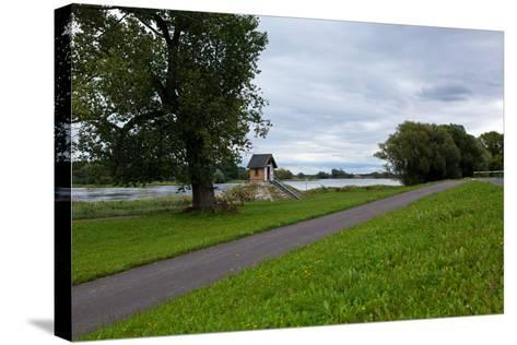 Germany, Brandenburg, Oder-Neisse Cycle Route, Ratzdorf, Water Level Hut-Catharina Lux-Stretched Canvas Print