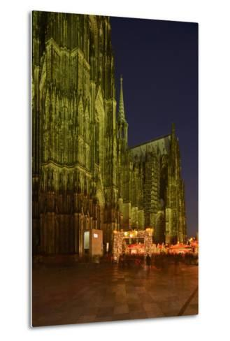 Germany, North Rhine-Westphalia, Cologne, Place Roncalli, Christmas Fair and Cologne Cathedral-Andreas Keil-Metal Print