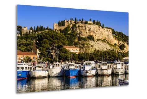 France, Provence, Bouches-Du-Rh™ne, Riviera, Cassis, Harbour with Castle-Udo Siebig-Metal Print
