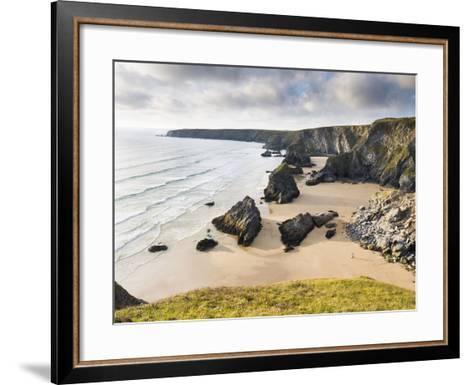 England, Cornwall, Bedruthan Steps, Coast, Sandy Beach, Rocks, Sea-Dietmar Walser-Framed Art Print