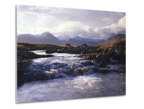 GrovŸbritannien, Schottland, Strathclyde, Rannoch Moor, River Ba , Natur, Berglandschaft-Thonig-Metal Print