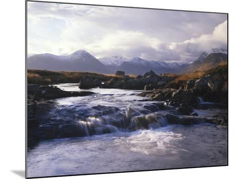 GrovŸbritannien, Schottland, Strathclyde, Rannoch Moor, River Ba , Natur, Berglandschaft-Thonig-Mounted Photographic Print