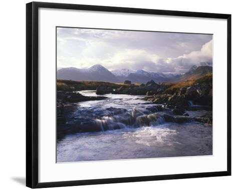 GrovŸbritannien, Schottland, Strathclyde, Rannoch Moor, River Ba , Natur, Berglandschaft-Thonig-Framed Art Print