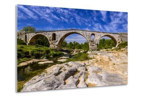 France, Provence, Vaucluse, Bonnieux, River Calavon, Roman Stone Arched Bridge Pont Julien-Udo Siebig-Metal Print