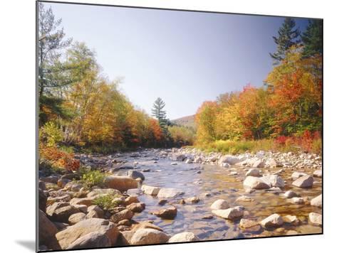 USA, New Hampshire, White Mountains, Swift River, Landscape, Autumn-Thonig-Mounted Photographic Print