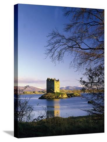 GrovŸbritannien, Schottland, Loch Linnhe, Stalcer Castle, Burgruine, Burg, Erbaut 14Jh-Thonig-Stretched Canvas Print