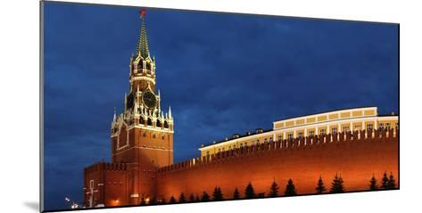 Moscow, Panorama, Kremlin, Erlšserturm (Saviour's Tower), Illuminated, in the Evening-Catharina Lux-Mounted Photographic Print