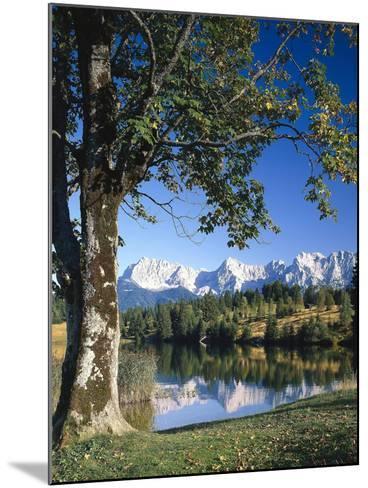 Deutschland, Oberbayern, Werdenfels, Geroldsee, Karwendelgebirge, Herbst, Sv¼ddeutschland-Thonig-Mounted Photographic Print