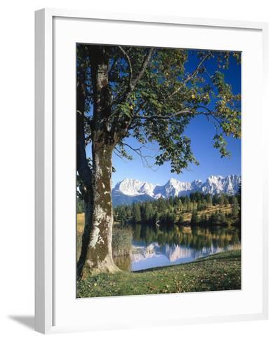 Deutschland, Oberbayern, Werdenfels, Geroldsee, Karwendelgebirge, Herbst, Sv¼ddeutschland-Thonig-Framed Art Print