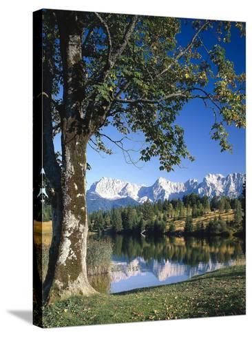 Deutschland, Oberbayern, Werdenfels, Geroldsee, Karwendelgebirge, Herbst, Sv¼ddeutschland-Thonig-Stretched Canvas Print