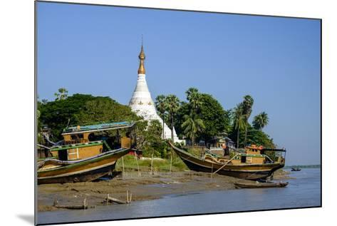 Banks of the River Salouen (Thanlwin), Mawlamyine (Moulmein), Myanmar (Burma), Asia-Nathalie Cuvelier-Mounted Photographic Print