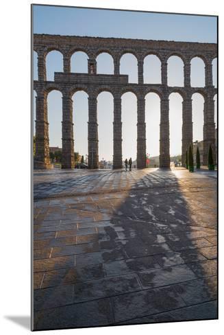 Segovia's Ancient Roman Aqueduct, Segovia, Castilla Y Leon, Spain, Europe-Martin Child-Mounted Photographic Print