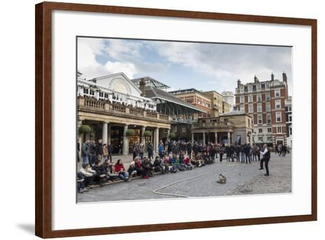 Juggler Performs to a Large Crowd, Piazza and Central Market, Covent Garden, London, England, U.K.-Eleanor Scriven-Framed Art Print