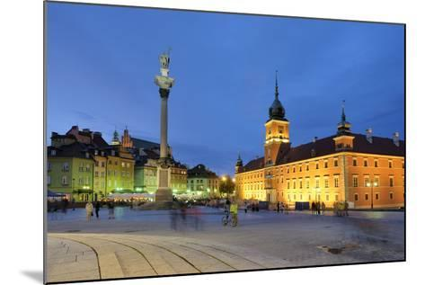 The Royal Castle (Zamek Krolewski) in Warsaw, a UNESCO World Heritage Site. Poland-Mauricio Abreu-Mounted Photographic Print