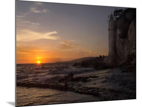 The Sunset over the Turret Tower at Victoria Beach in Laguna Beach, Southern California-Stephanie Starr-Mounted Photographic Print