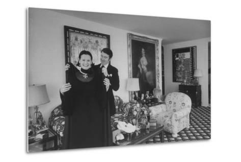 Heiress and Designer Gloria Vanderbilt at Home with Husband Wyatt Cooper, New York, 1974-Alfred Eisenstaedt-Metal Print