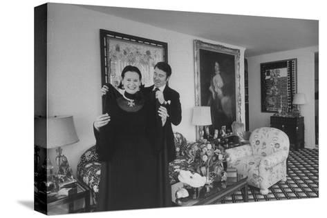 Heiress and Designer Gloria Vanderbilt at Home with Husband Wyatt Cooper, New York, 1974-Alfred Eisenstaedt-Stretched Canvas Print