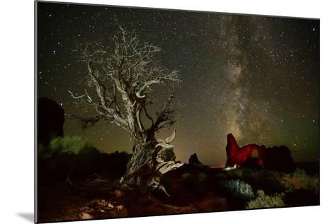 The Milky Way Above Turret Arch-Raul Touzon-Mounted Photographic Print
