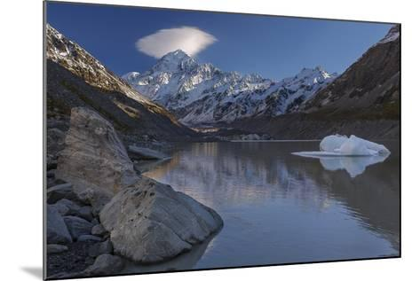 Mount Cook - Aoraki (Height 3754M) With Cap Cloud Forming-Andy Trowbridge-Mounted Photographic Print
