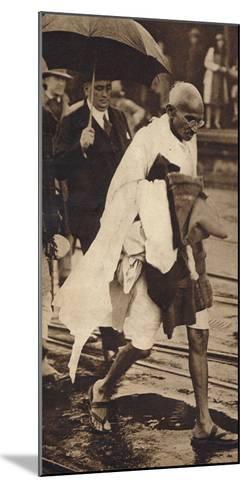 Gandhi in London, 1930, (1938)--Mounted Photographic Print