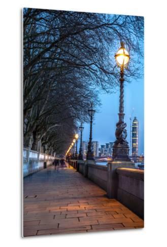 Walk along the Thames in London-arturasker-Metal Print