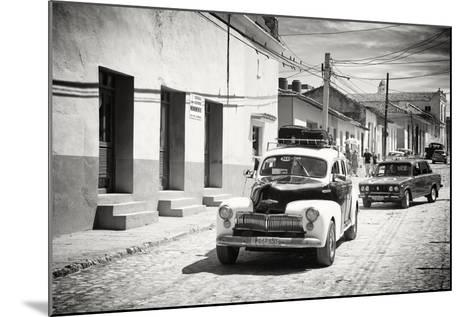 Cuba Fuerte Collection B&W - Classic Cars Taxis-Philippe Hugonnard-Mounted Photographic Print
