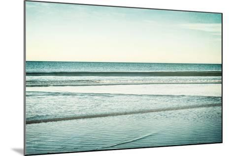 Low Tide-Carolyn Cochrane-Mounted Photographic Print