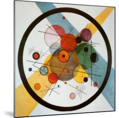 Circle in a Circle-Wassily Kandinsky-Mounted Art Print